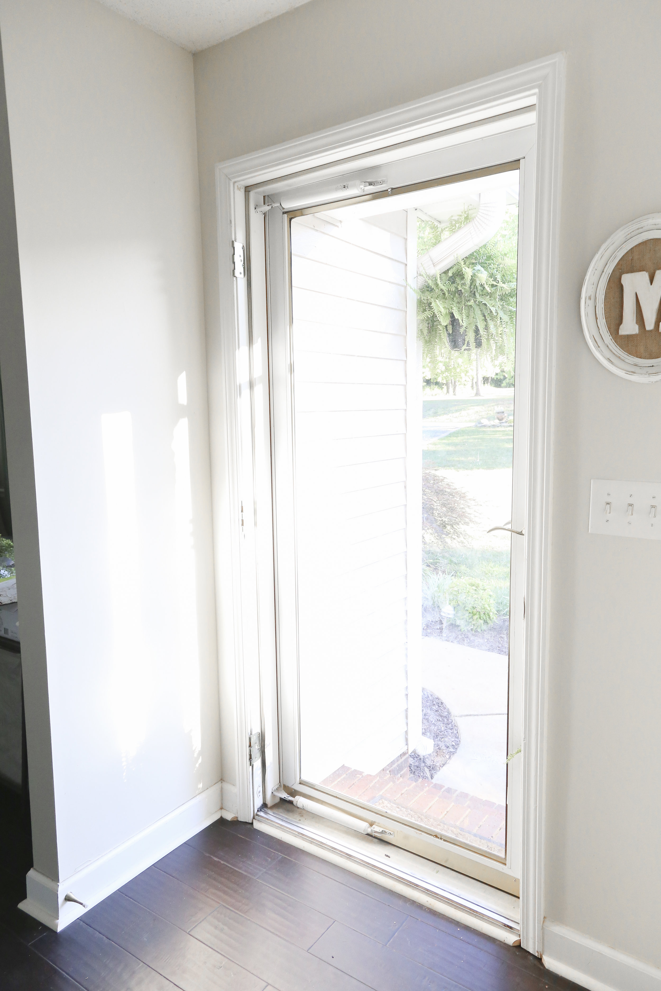 How to install a exterior front door: removing the existing door.