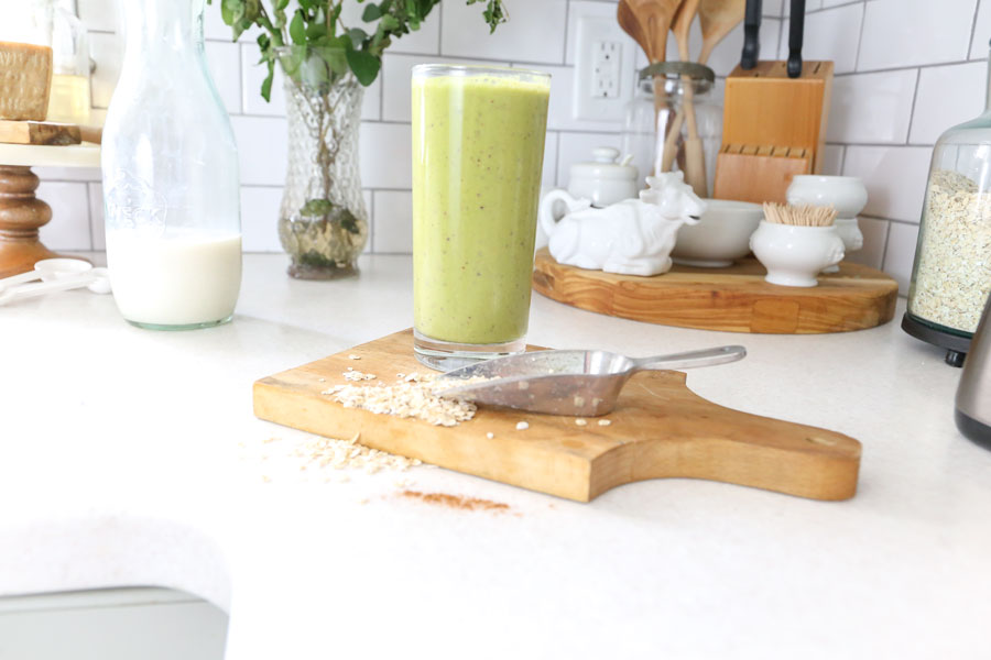 Healthy Peanut Butter Apple Oatmeal Green Smoothie Recipe- The perfect fall smoothie.