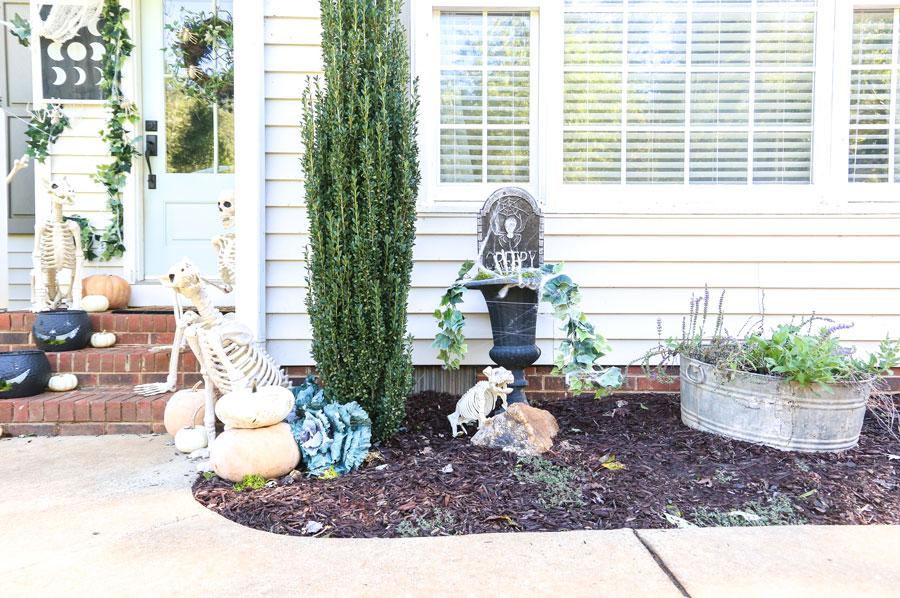 DIY Halloween Creeper Planter with Joann by Plum Pretty Decor and Design.