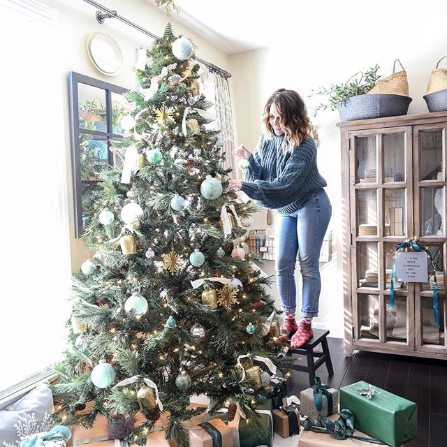 "Trimming the tree with @Joann_stores! I shared all my tips for styling a modern neutral Christmas tree today over on the blog. 🎄 *(Click the link in my profile and scroll down to ""recent blog post"" to read.) I also included a tutorial on how I made these marble ornaments and a no sew tassel tree skirt. I'm actually kind of impressed with the tree skirt (not to toot my own horn or anything). Let's just say I got a little crafty with this look. . . . #ad#handmadewithjoann#Christmastree#ModernChristmas#marbleornaments#diyornaments#cozychristmas#ohchristmastree#bhghome#bhgholiday#bhgcelebrate#housebeautiful#christmasdecor#christmastreedecorating#neutralchristmas"