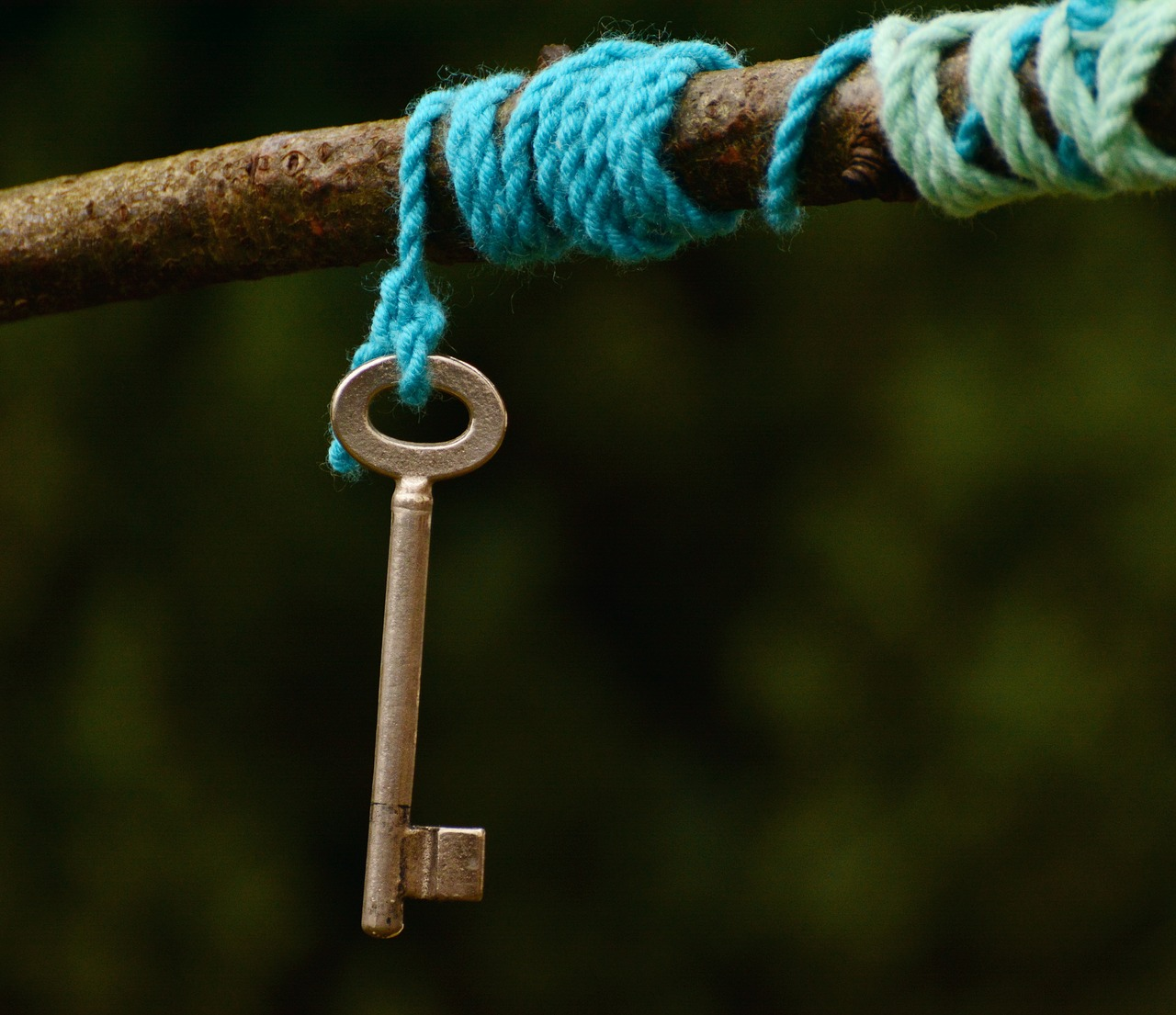 The keyholder is important -