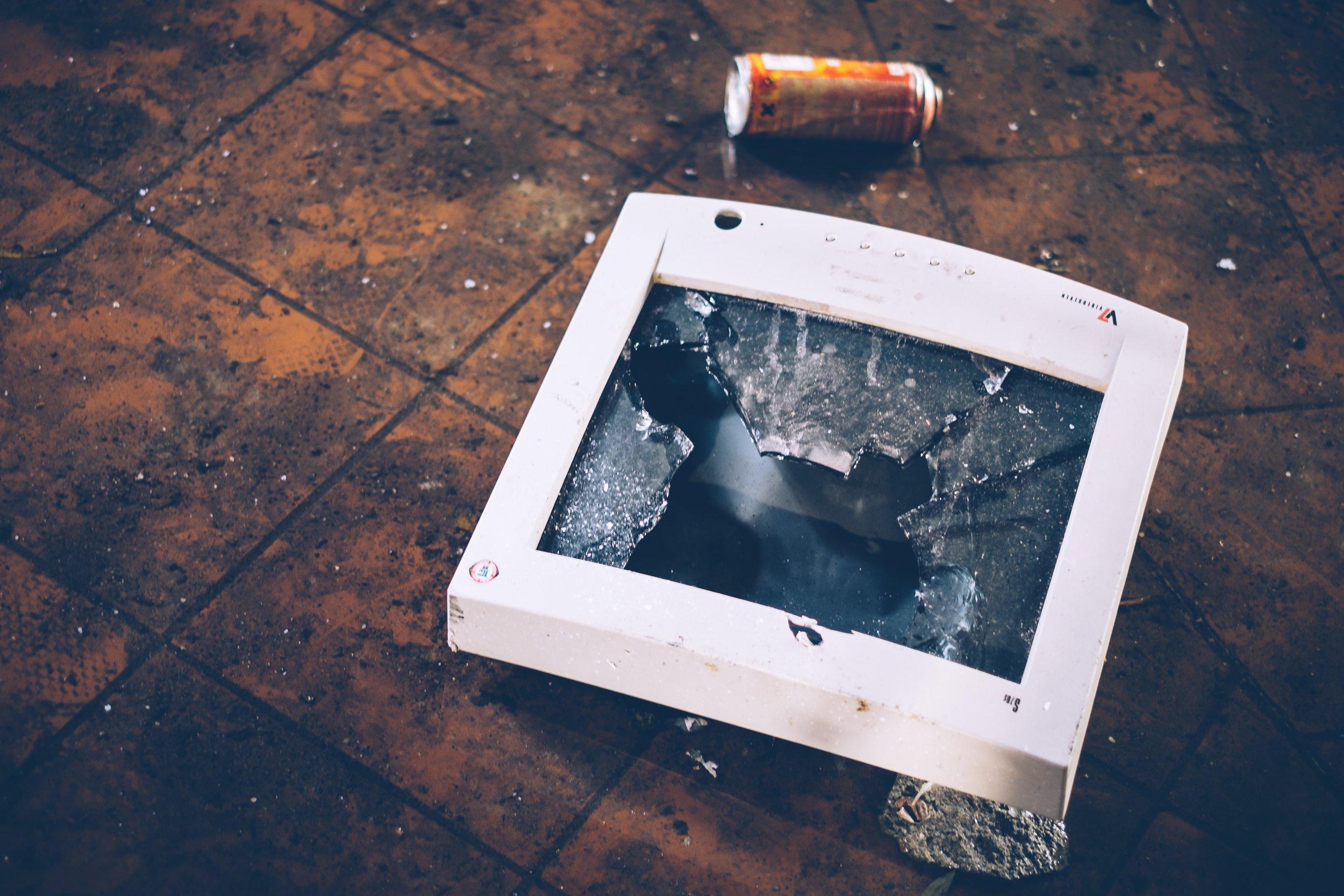 simson-petrol-133138 crime criminal smashed.jpg