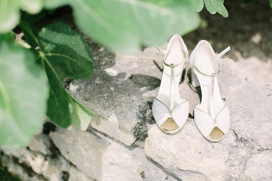 saya-photography-bridal-shoes-wedding-provence-chateau-de-la-tour-vaucros-anniel-.jpg