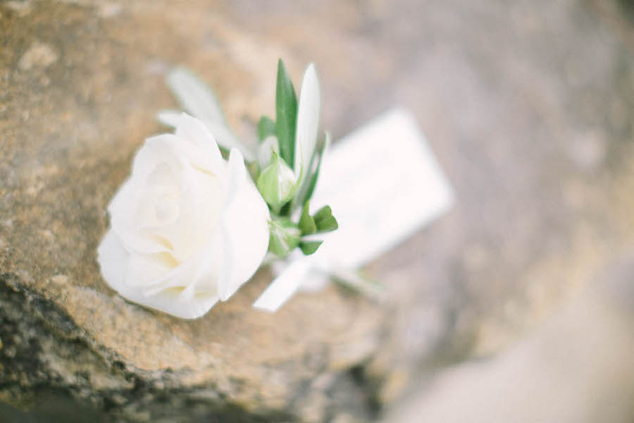 saya-photography-romantic-church-wedding-provence-chateau-de-la-tour-vaucros-boutonniere-.jpg