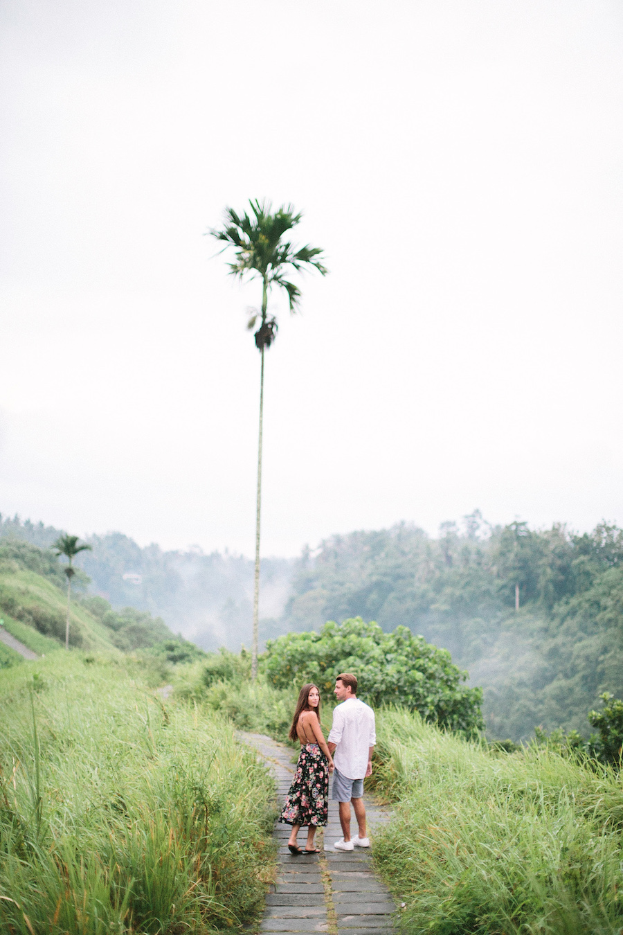 saya-photography-pre-wedding-bali-rice-field-20.jpg