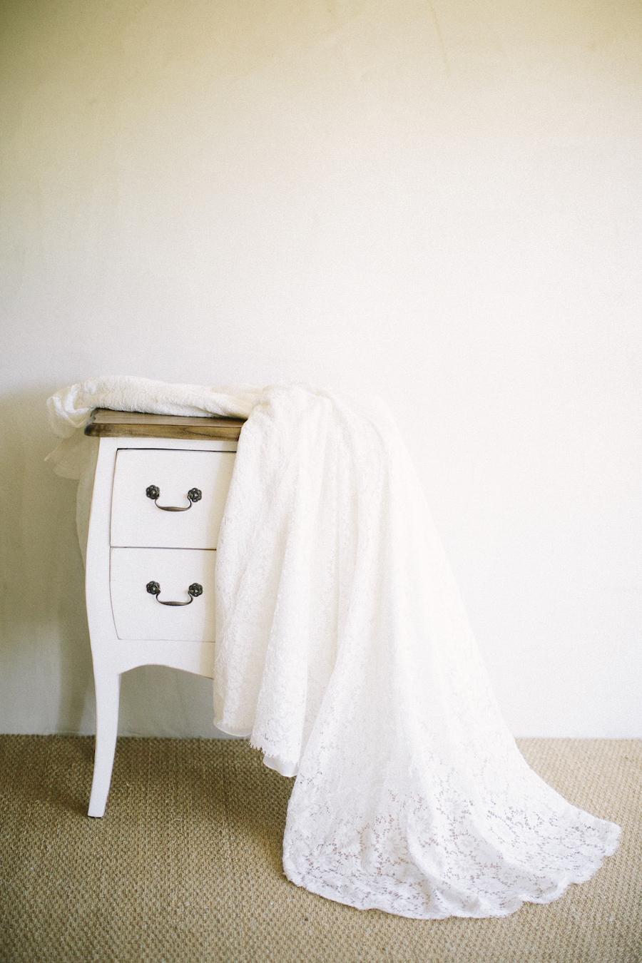 saya-photography-rustic-french-wedding-provence-domaines-de-patras-wedding-dress-.jpg