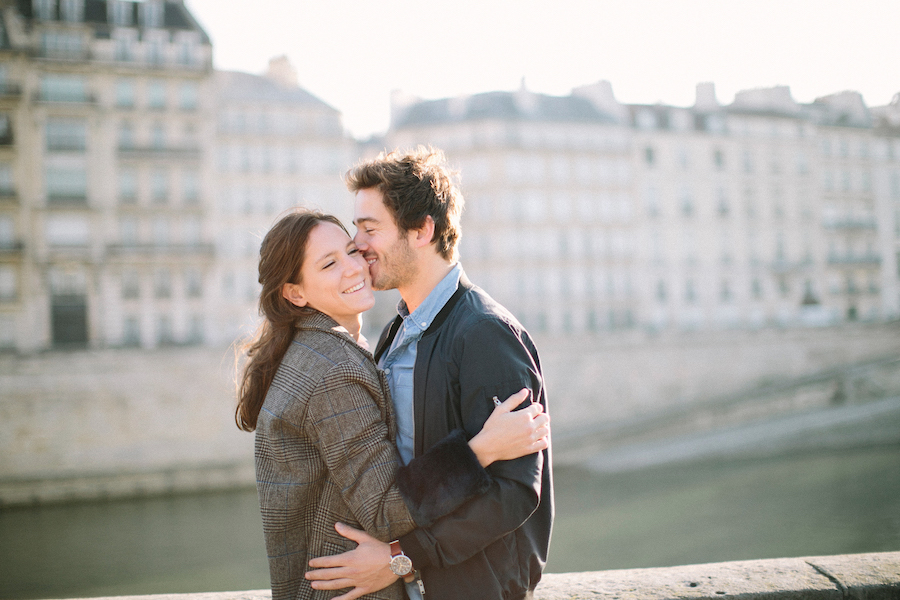 saya-photography-pre-wedding-couple-engagement-paris-ile-saint-louis-21.jpg