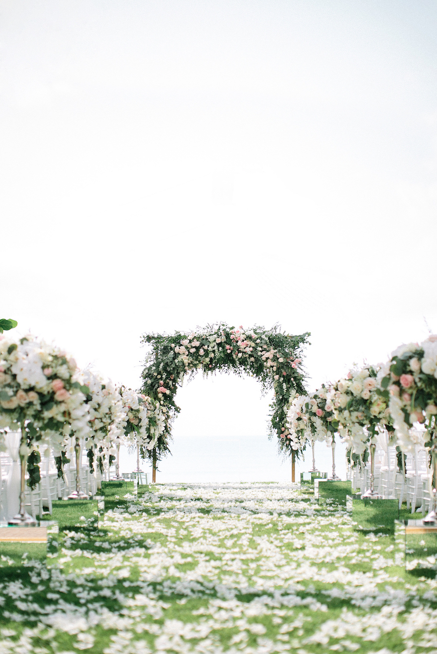 saya-photography-blush-wedding-romantic-sophisticated-beach-villa-satis-phuket-33.jpg