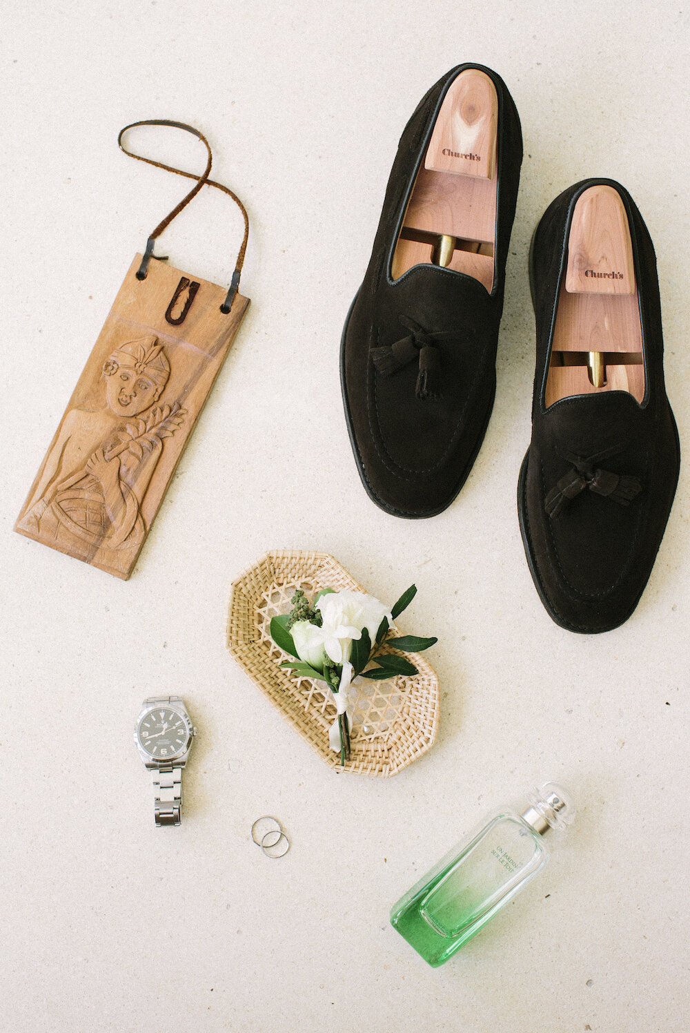 saya-photography-ungasan-fine-art-wedding-bali-groom-flat-lay