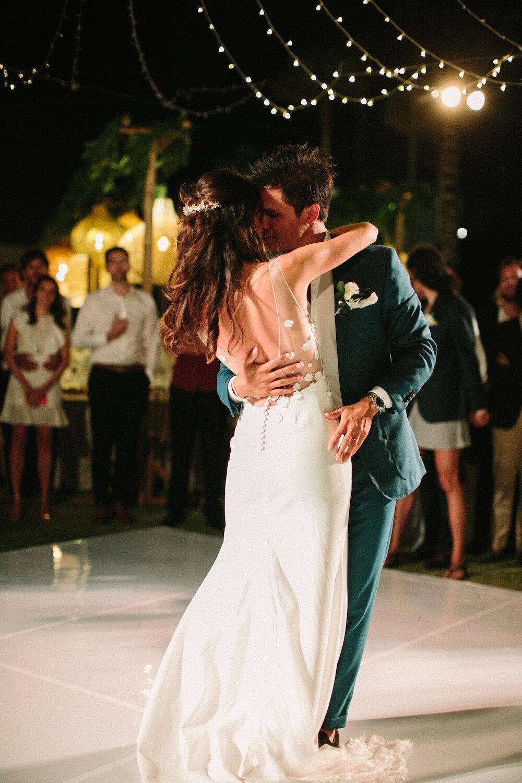 https://www.saya-photography.com/wedding-photographer-paris/journal/multicultural-elegant-wedding-in-bali-ungasan
