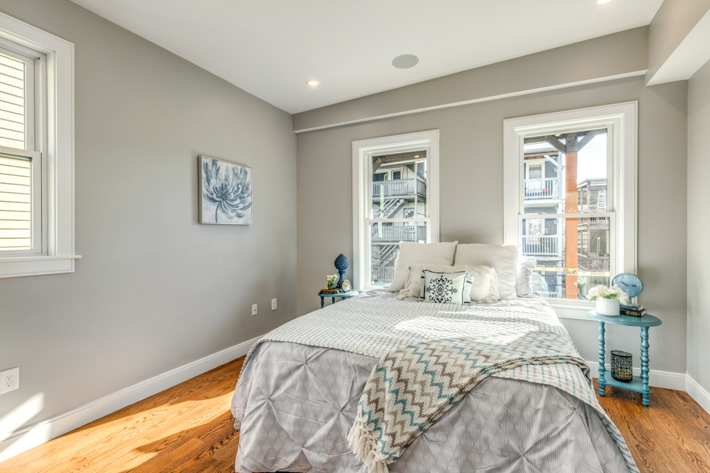 11_Bedroom.jpg