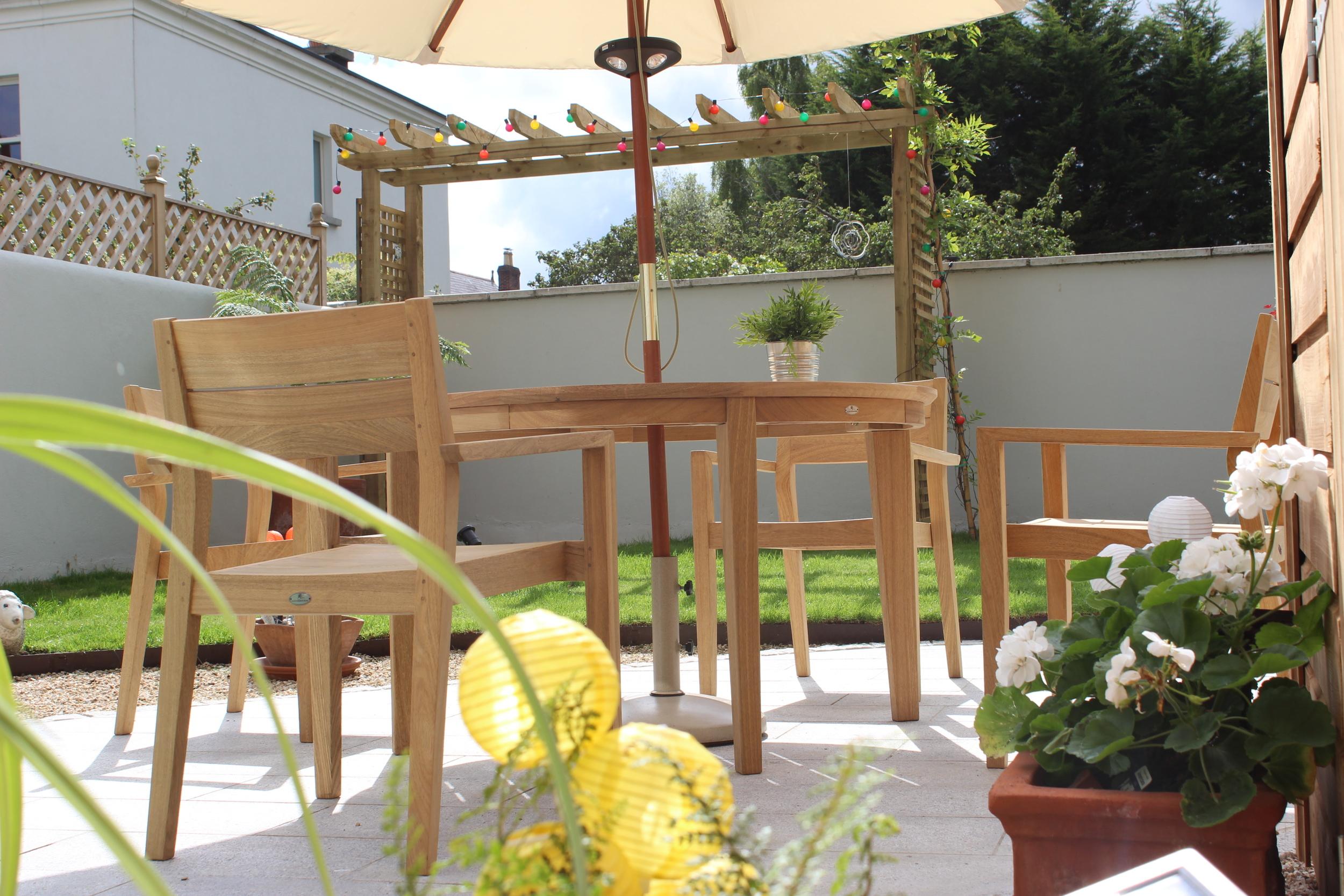 Garden furniture set.jpg