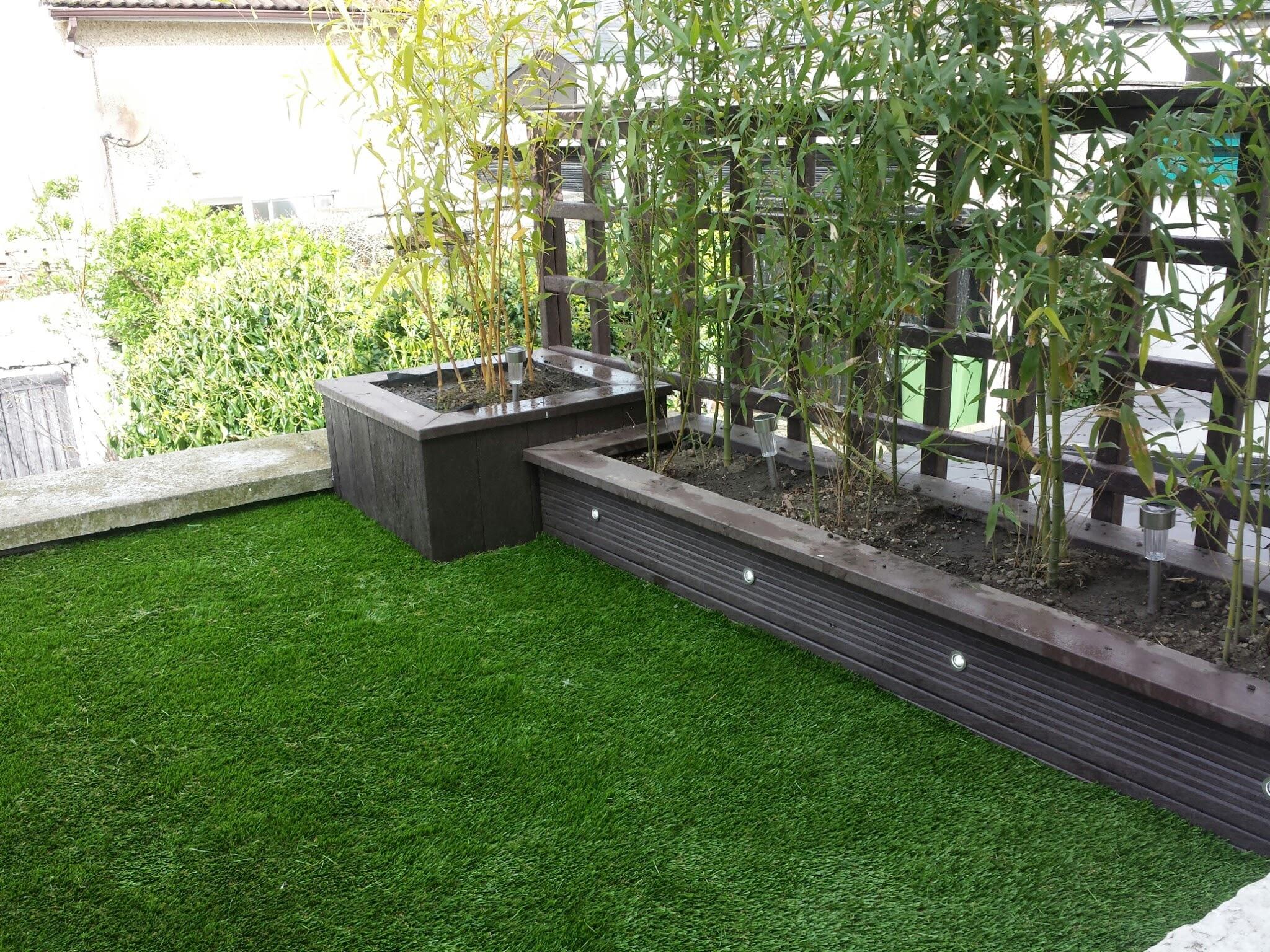Balcony turf installation