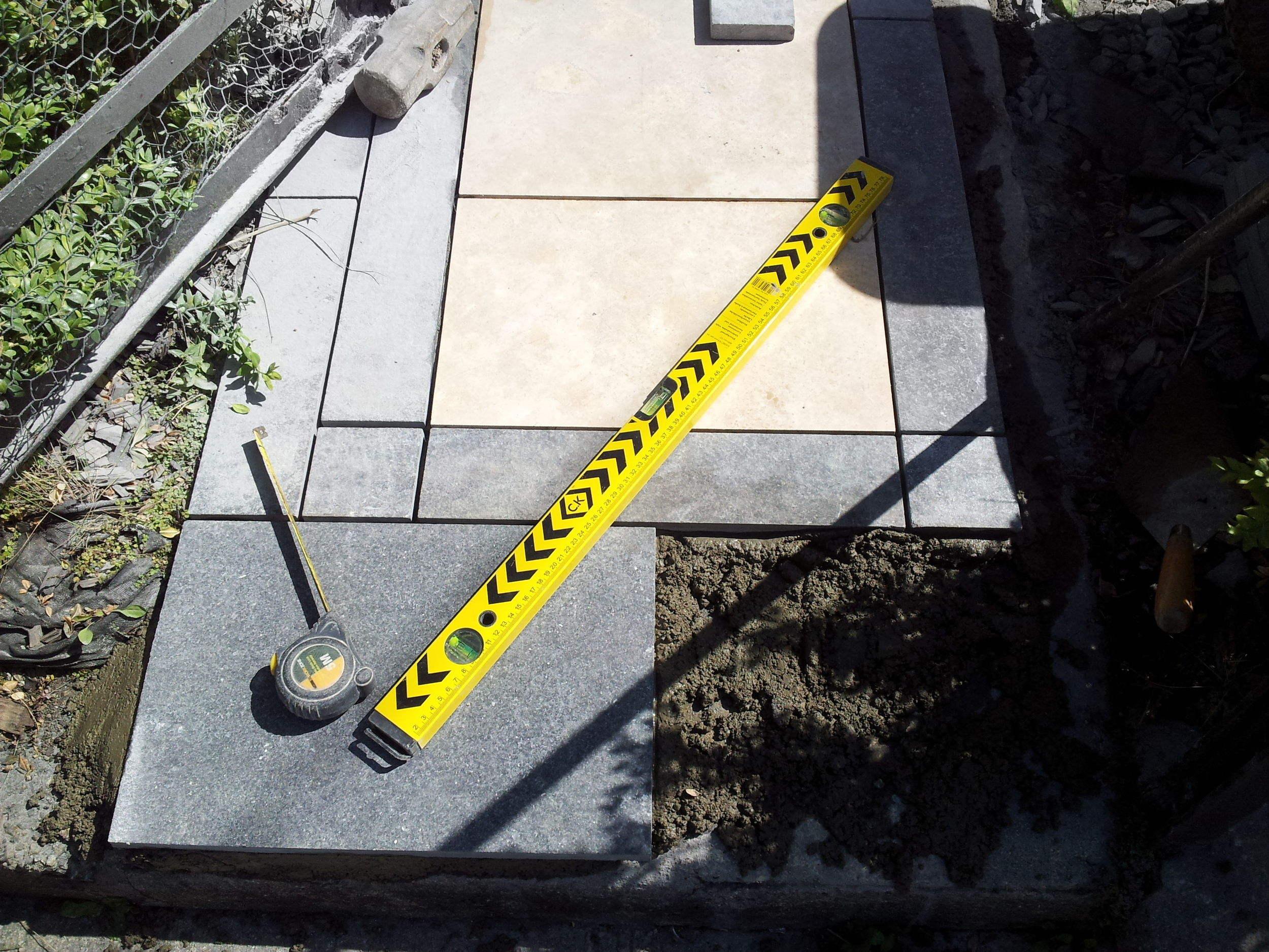 hammer tape and level