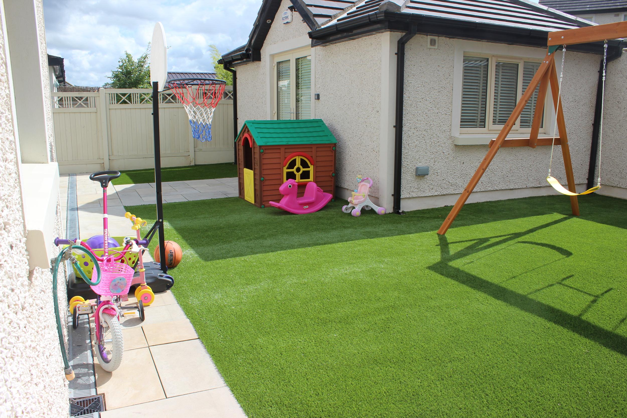 TigerTurf Astroturf Family lawn