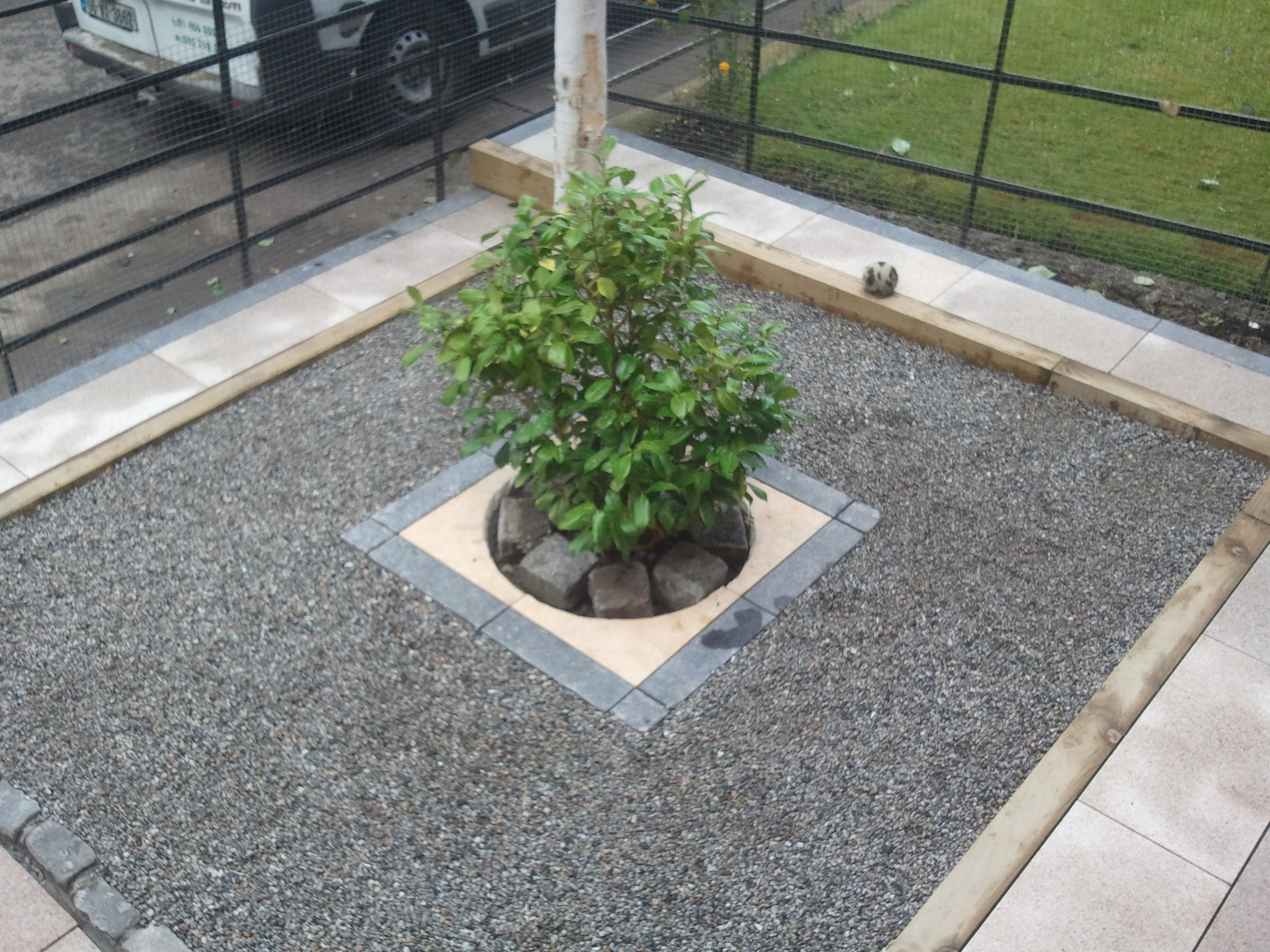 square terraced garden in dublin.jpg
