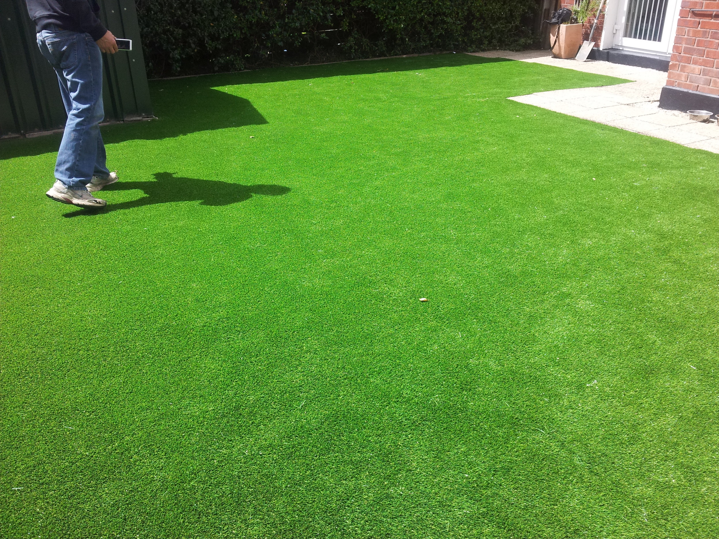 Artificial lawn installer and grass