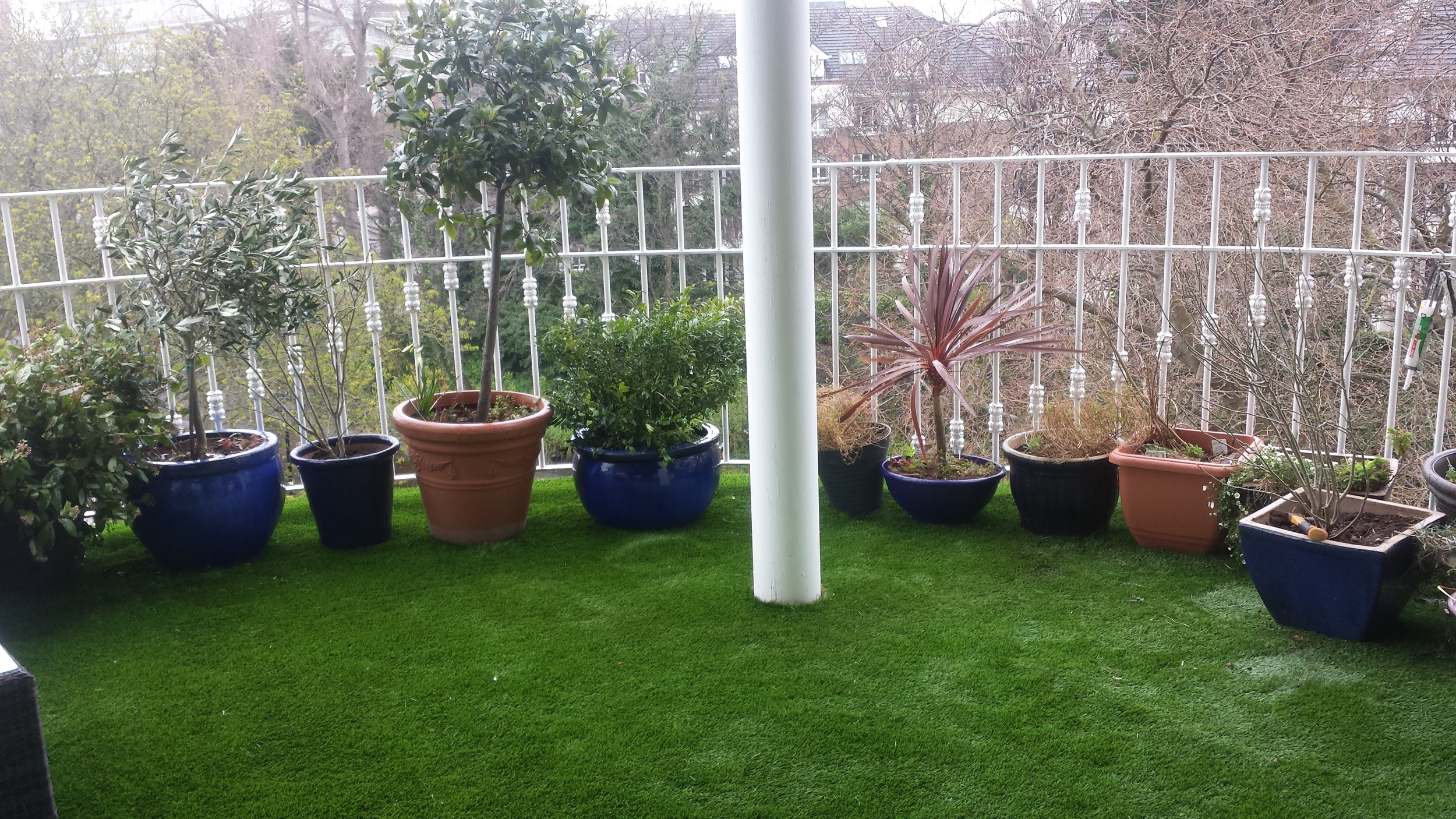 balcony grass installation