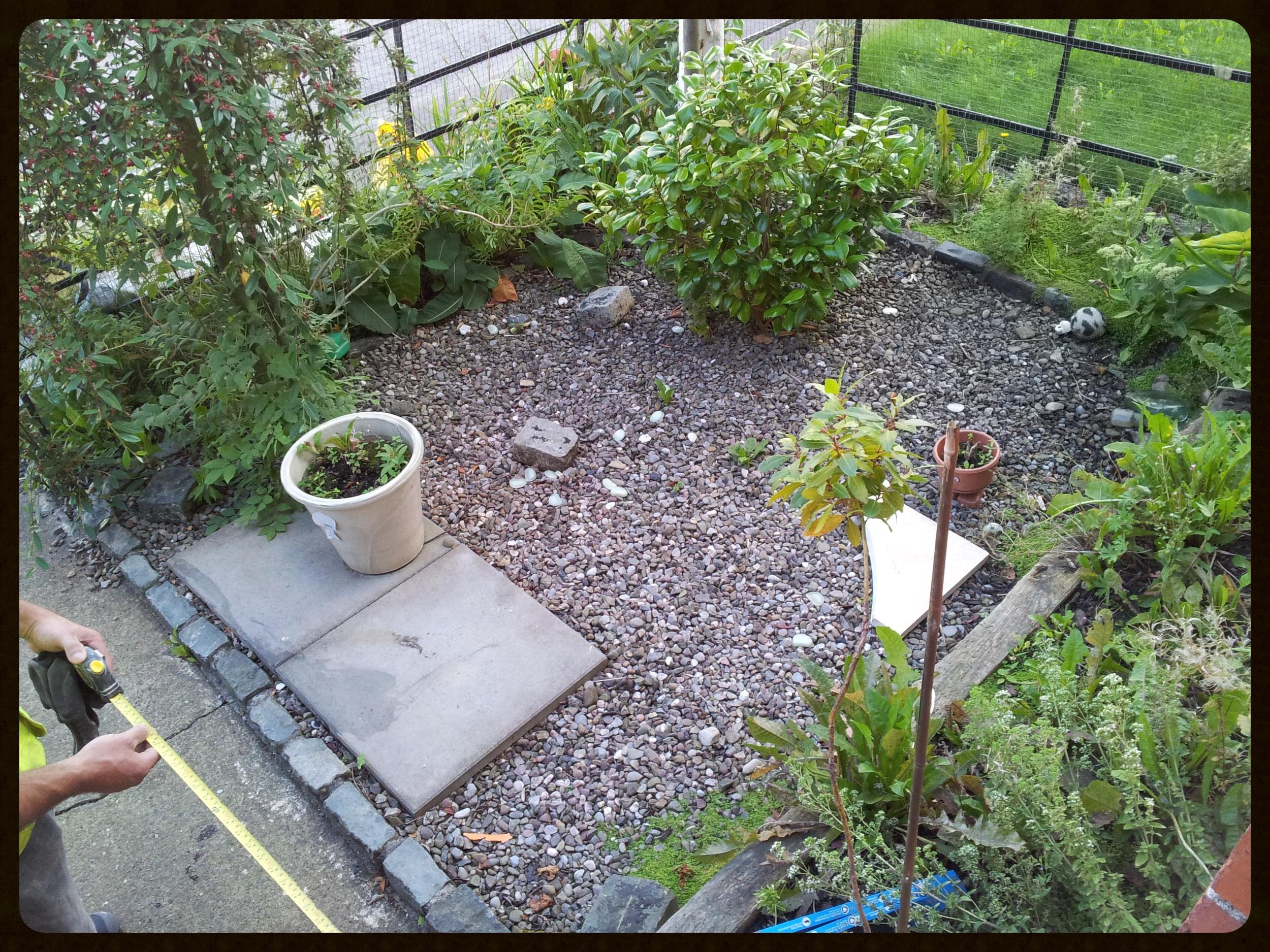 ;andscaper measuring garden