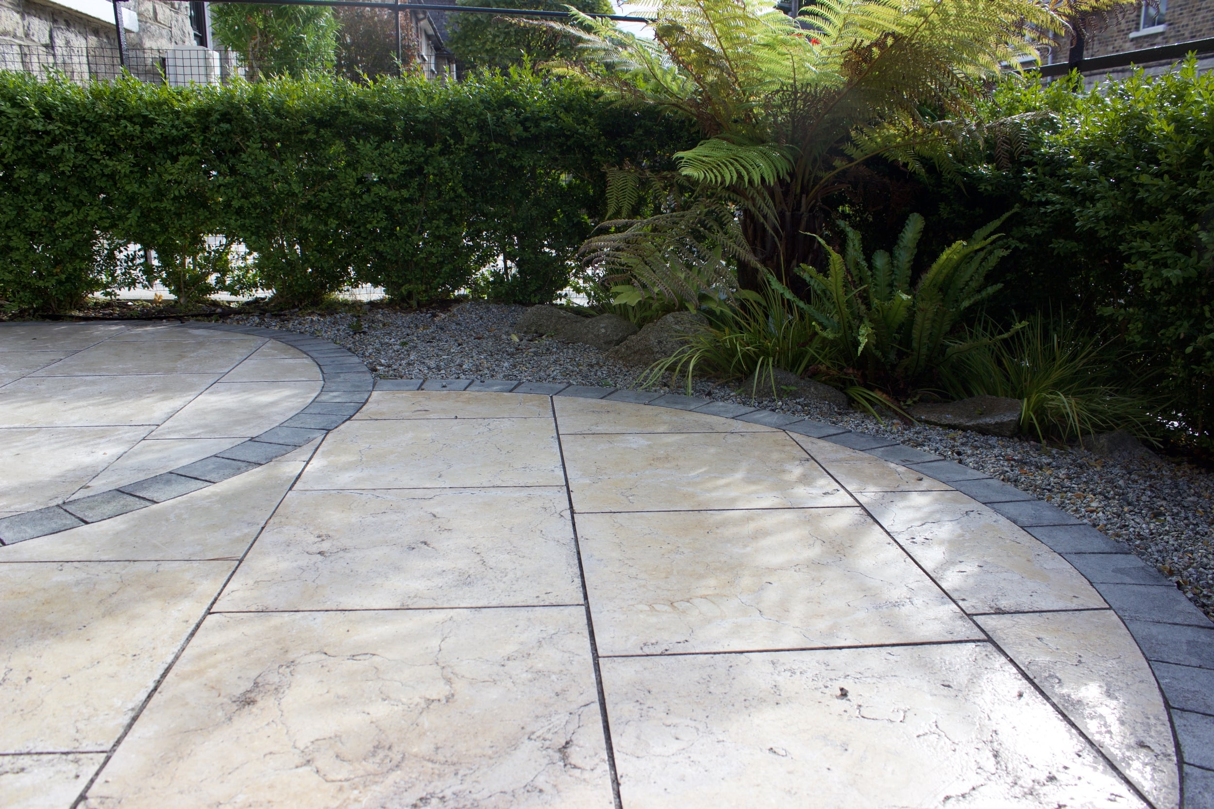 travertine circles paving garden design.jpg