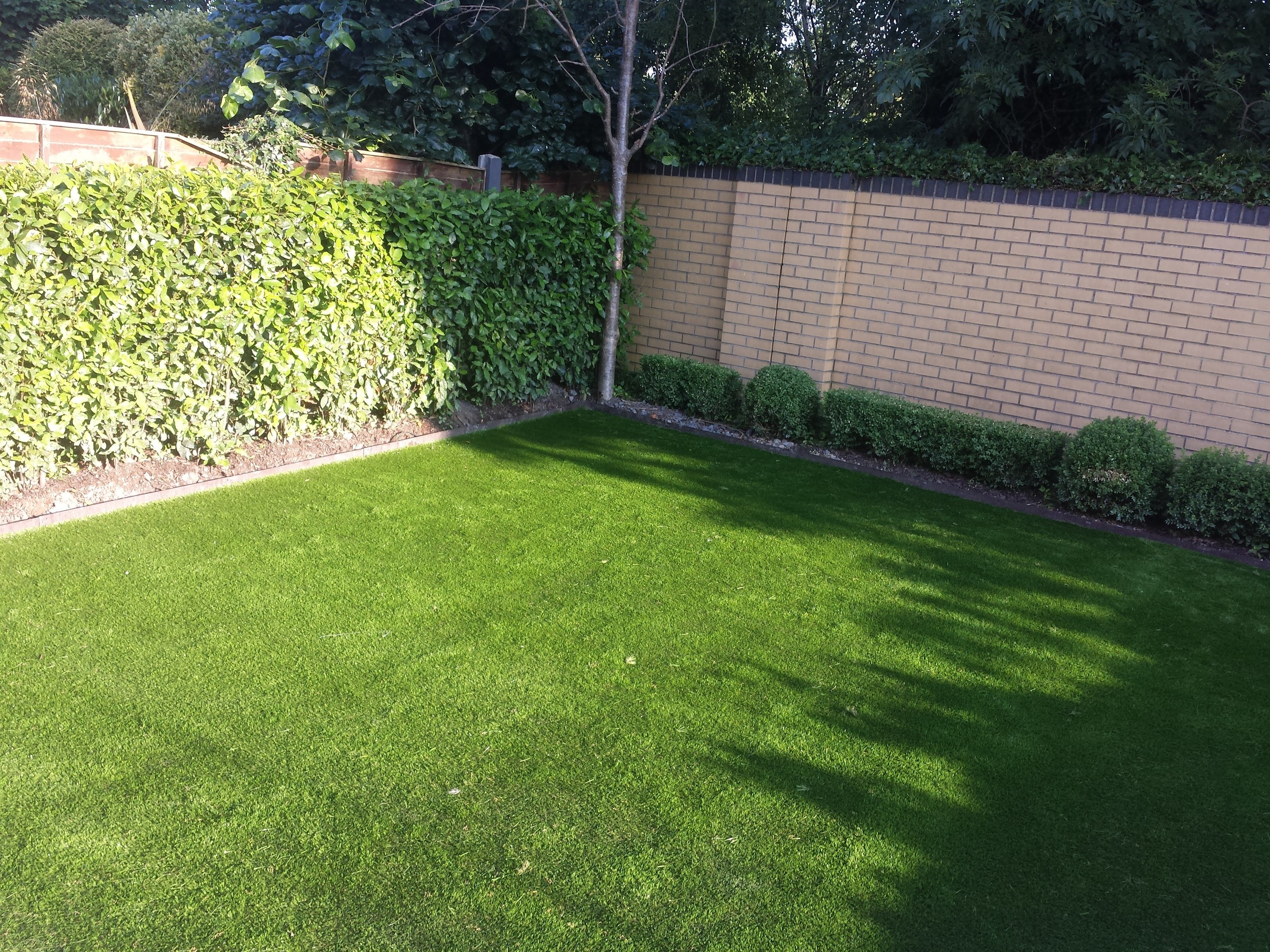 artificial grass and edging