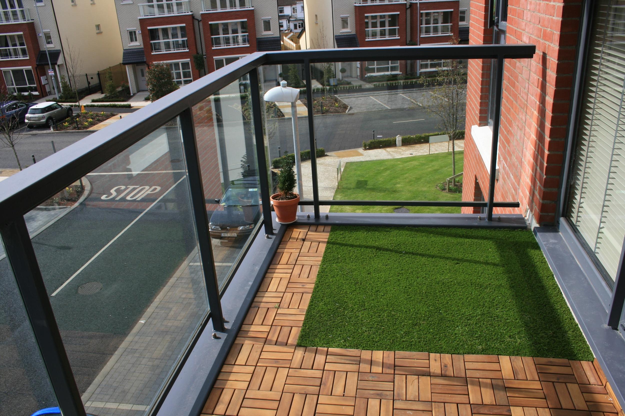balcony artificial grass.jpg