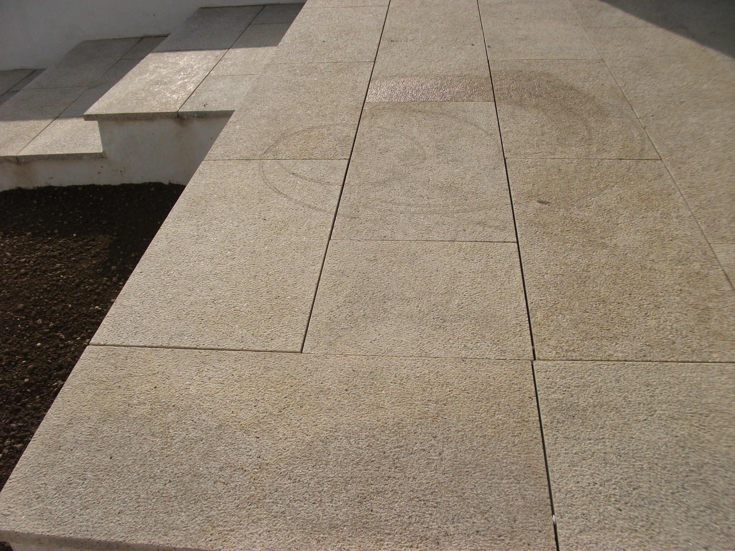 goldgranite paving.JPG