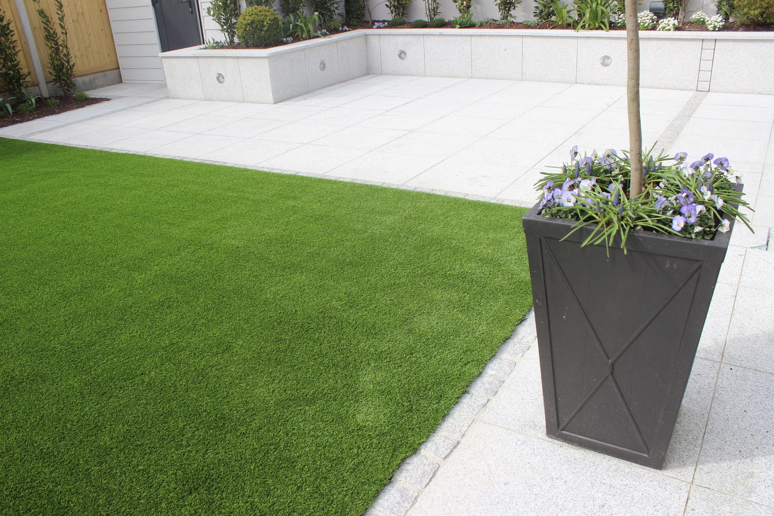 garden design featuring artificial grass