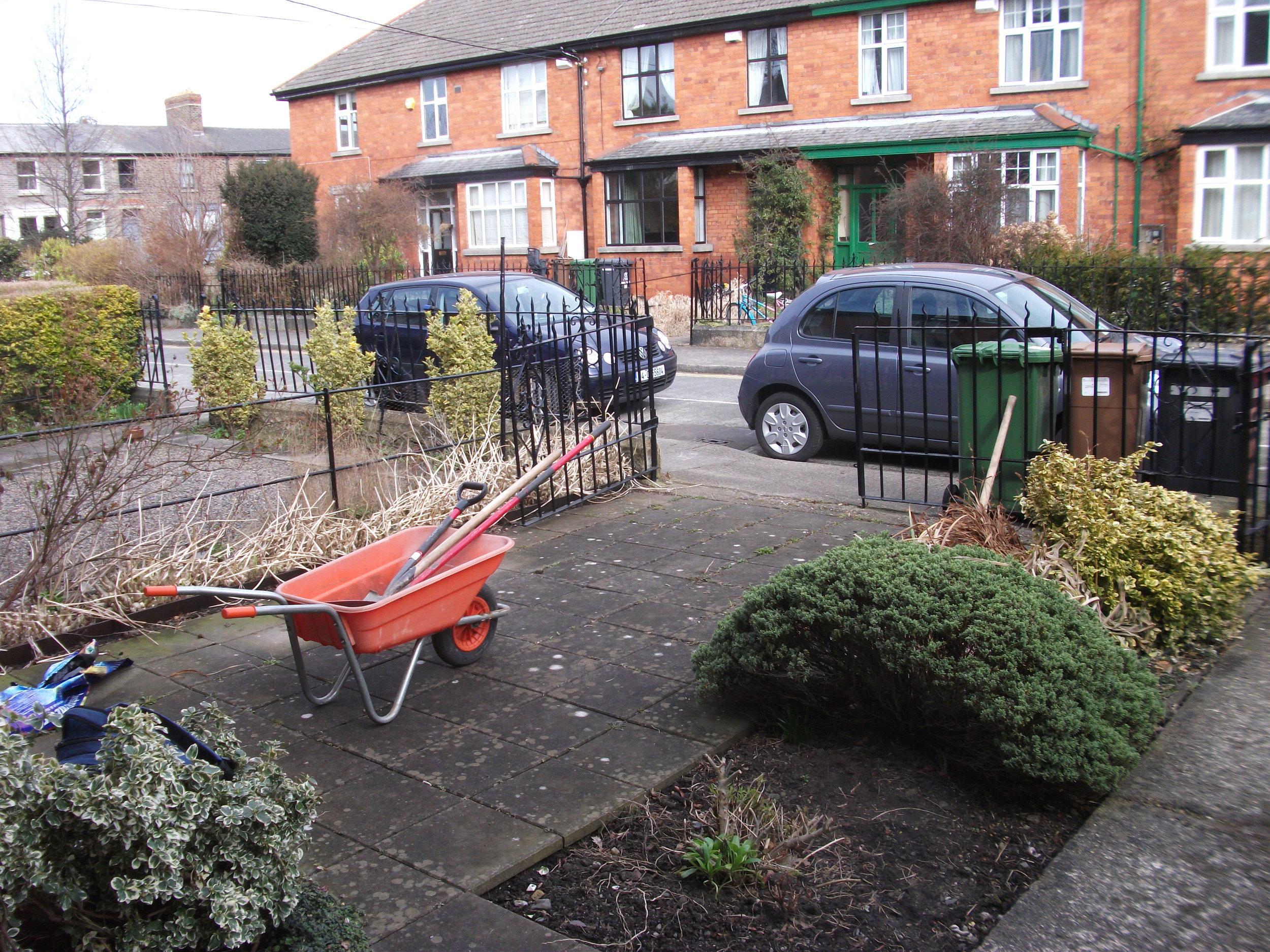 front garden before landscaping in dublin 6.JPG
