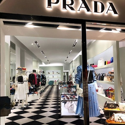 STEPEVI custom design carpet at PRADA store, Capri, Italy. Rug and carpet refined luxury. #capriitaly #luxuryinteriordesigner #designerofluxury #luxurylifestyle #luxurydesign #luxuryshopping #designerbrands #designerclothes #bespokerugs #ihavethisthingwithfloors #luxurybrandpartners