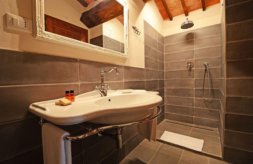 doubleroom plus  bath 1.jpg