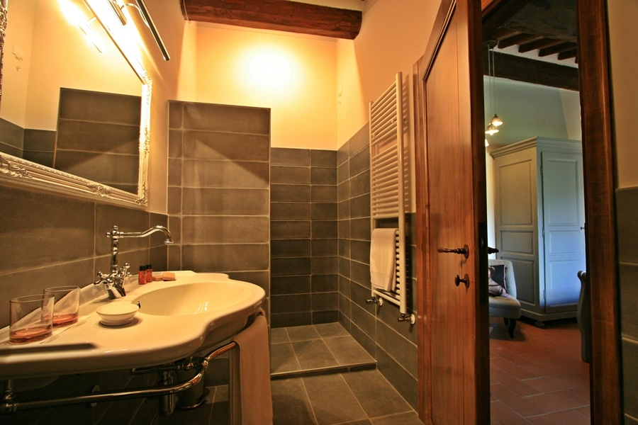 twin room 24 bath.png