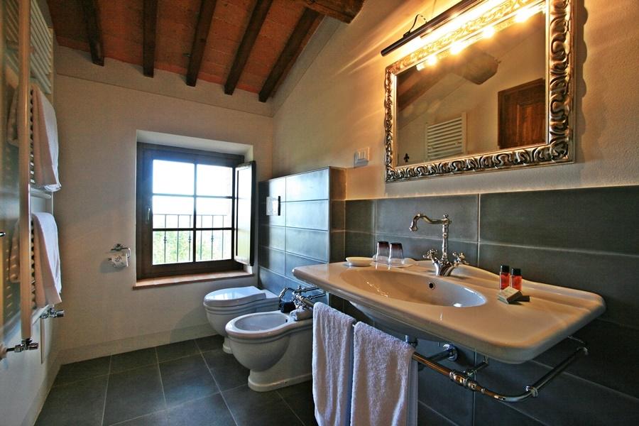 twin room 21 bath.png