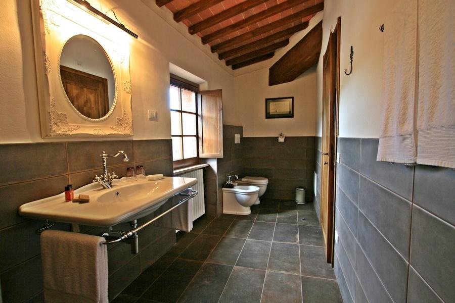 junior suite 25 bath.png