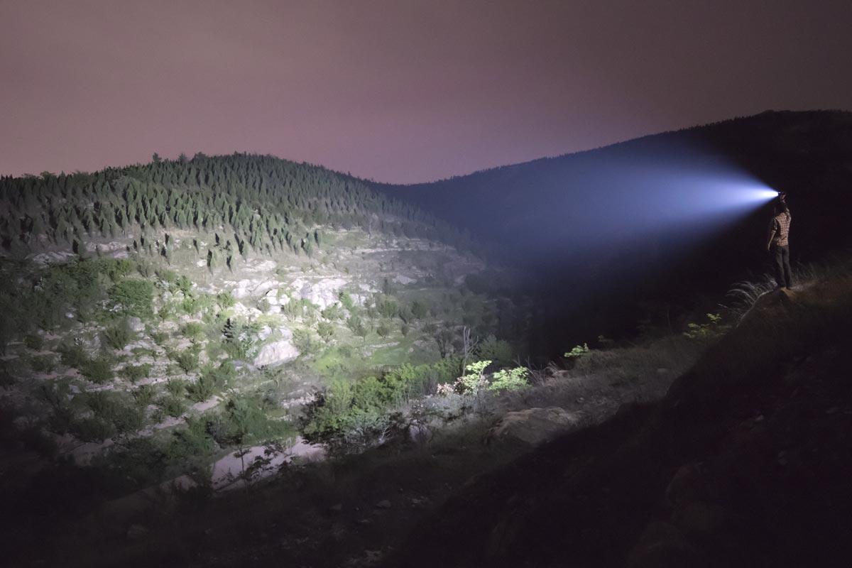 Fenix-TK72R-Flashlight-9000-lumens.jpg
