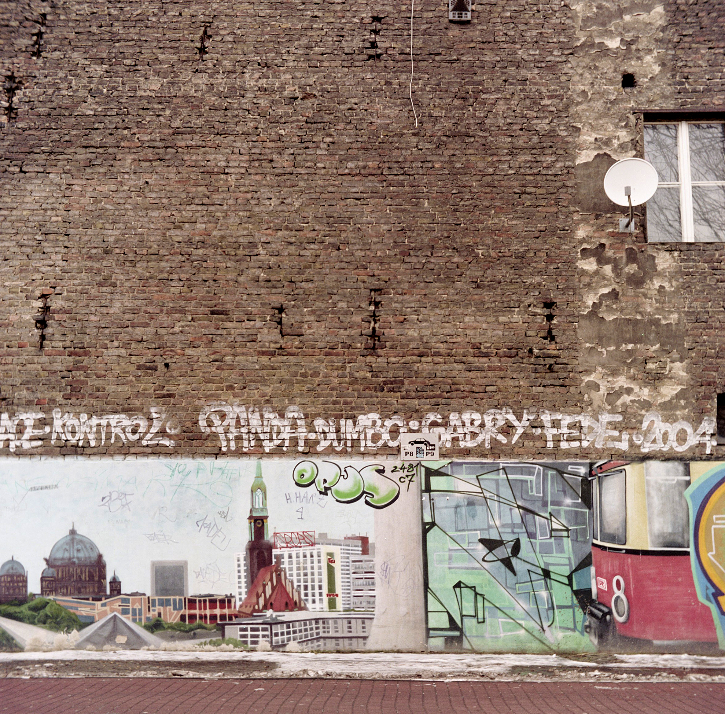Shot on a Yashicaflex-C. Berlin, 2009.