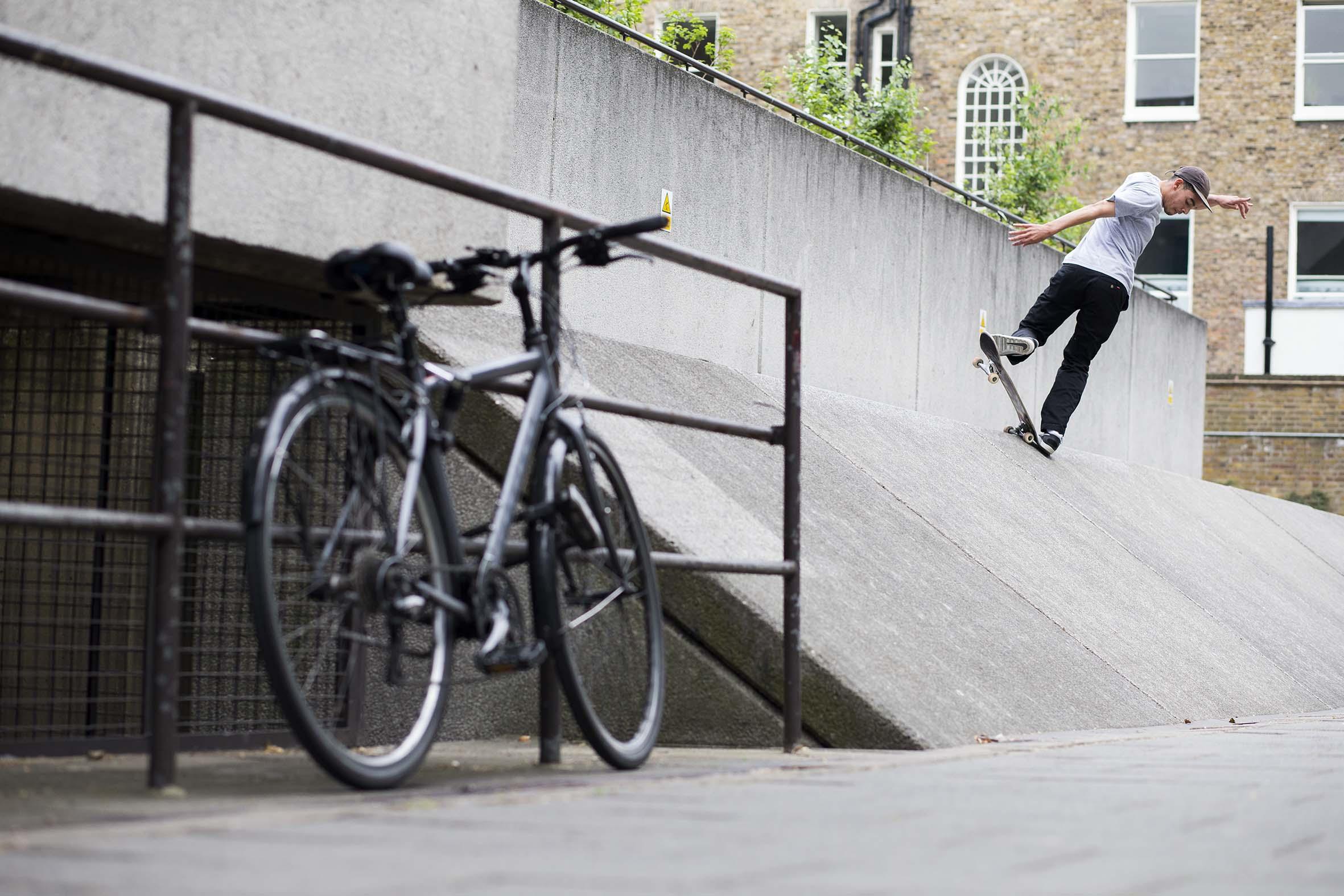 Kyron Davis - alley-opp 180 fakie nosegrind