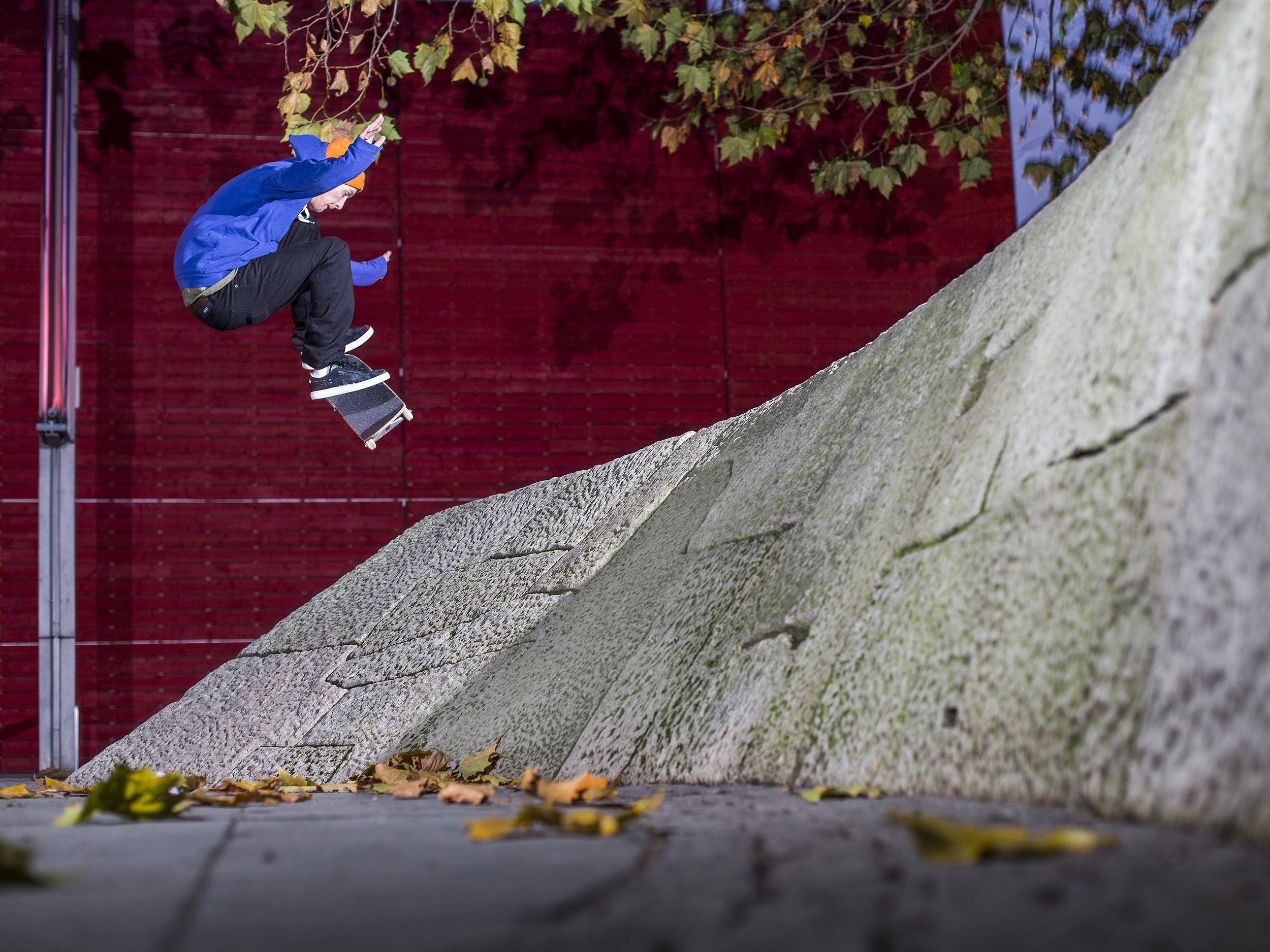 Mark Baines - nollie frontside heelflip