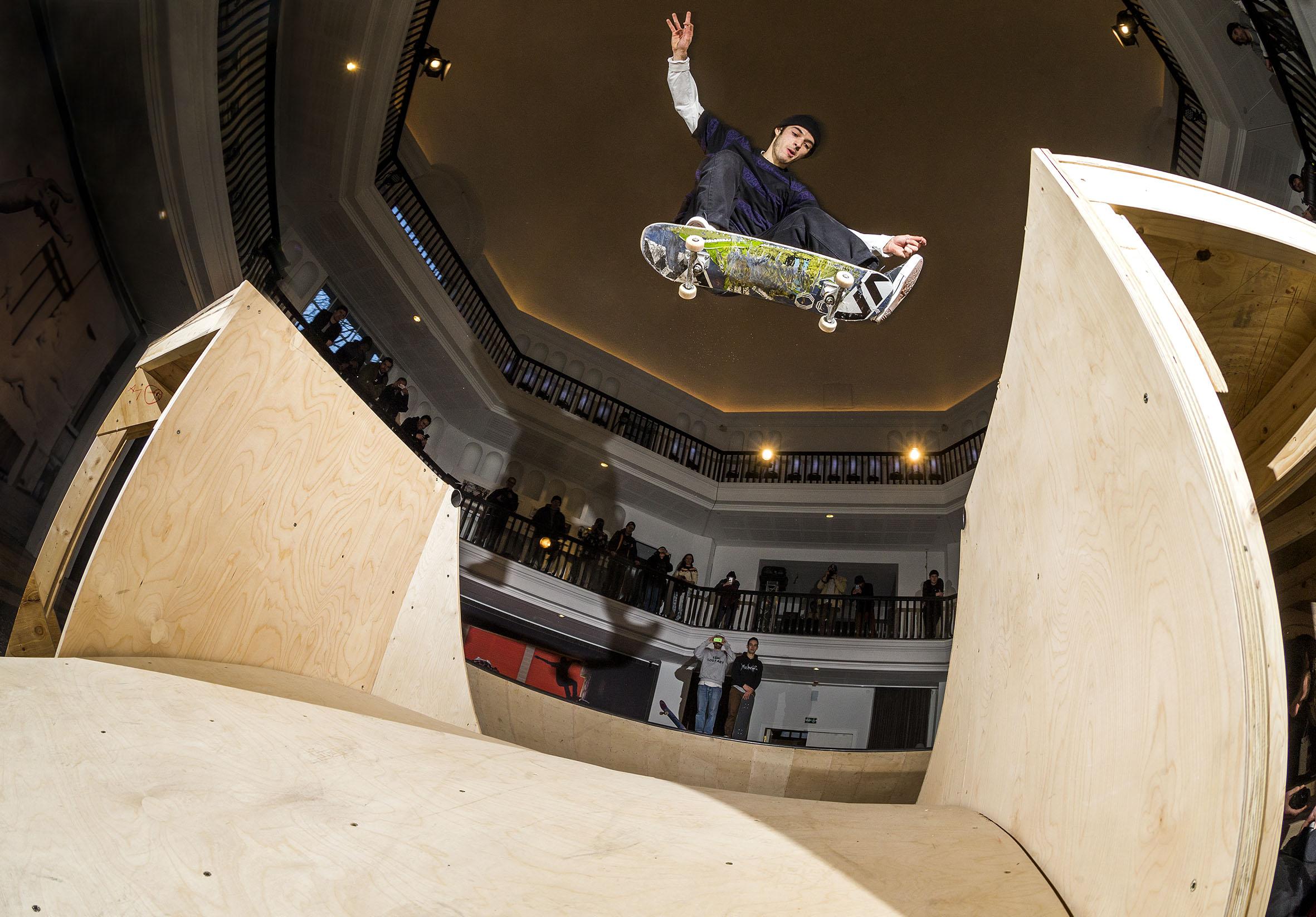 Remy Taveira - kickflip flat gap