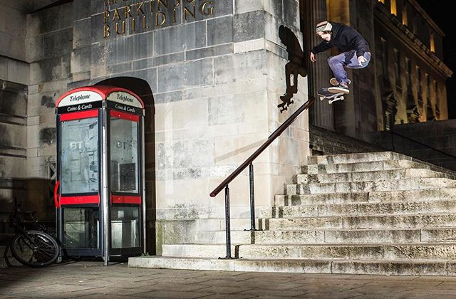 Foz with a beast of a pop shuv down the Parkinson's 10. See this dog shut shit down in his 'Paul,' part. Gallery and Video 👉 VagueMag.com @boardercollie88 @vagueskatemag @welcomeskatestore