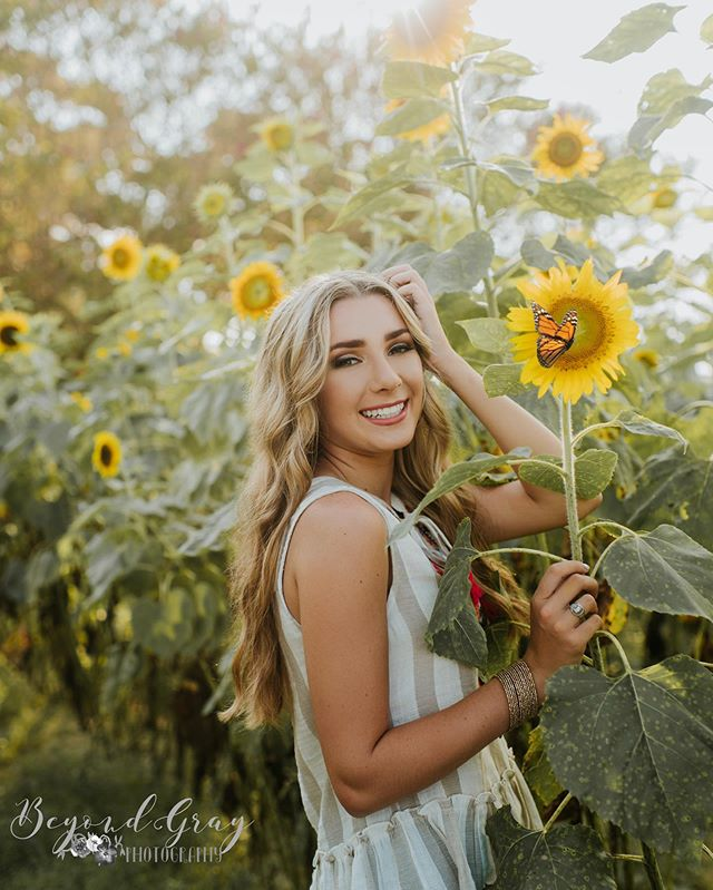 When a butterfly lands on your sunflower mid lighting test and you just aren't ready yet... you photoshop one on the photo you were ready for! 🙌🏼🙌🏼🙌🏼🙌🏼 Sneak peek of the fabulous @sydneyywadee from her senior pics TODAY! • • • #sunflowers #sunflowers🌻 #BGPseniors #classof2020 #seniorpictures #ssgmagazine #seniorstunner #posepatch #modernsenior #thetwelfthyear #instasenior #inspiringteensmagazine #seniorlovin #themoderncollective #seniorinspire #napcpseniors #modernteenstyle #senioryearmagazine #THEseniorcollective #theseniorbest #teenstylephotomagazin #thetwelfthyear #seniorologie #theseniorelite #seniormodelmagazine #SeniorArtistry #seniorMUSE #seniorcityfeatures #theseniorplaybook