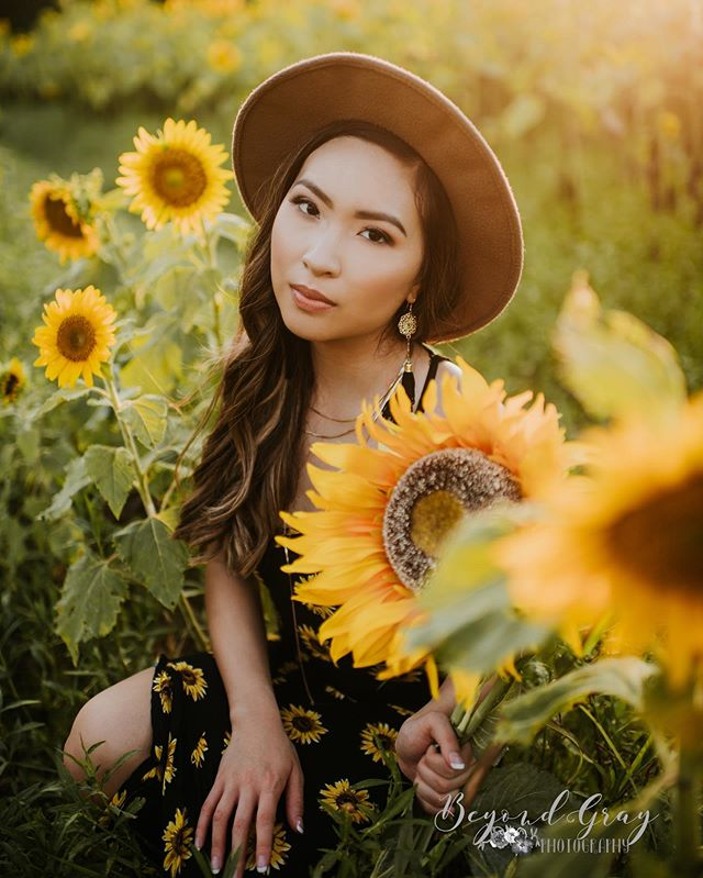 Maybe it's because I know we only have about a week left with our beautiful sunflowers, but I'm just so in love with sunflower pics! @cailiinn ... you ROCKED YOUR SENIOR SESSION!! 🙌🏼🙌🏼🙌🏼 • • • •  #BGPseniors #classof2020 #seniorpictures #ssgmagazine #seniorstunner #posepatch #modernsenior #thetwelfthyear #instasenior #inspiringteensmagazine #seniorlovin #themoderncollective #seniorinspire #napcpseniors #modernteenstyle #senioryearmagazine #THEseniorcollective #theseniorbest #teenstylephotomagazin #thetwelfthyear #seniorologie #theseniorelite #seniormodelmagazine #SeniorArtistry #seniorMUSE #seniorcityfeatures #theseniorplaybook
