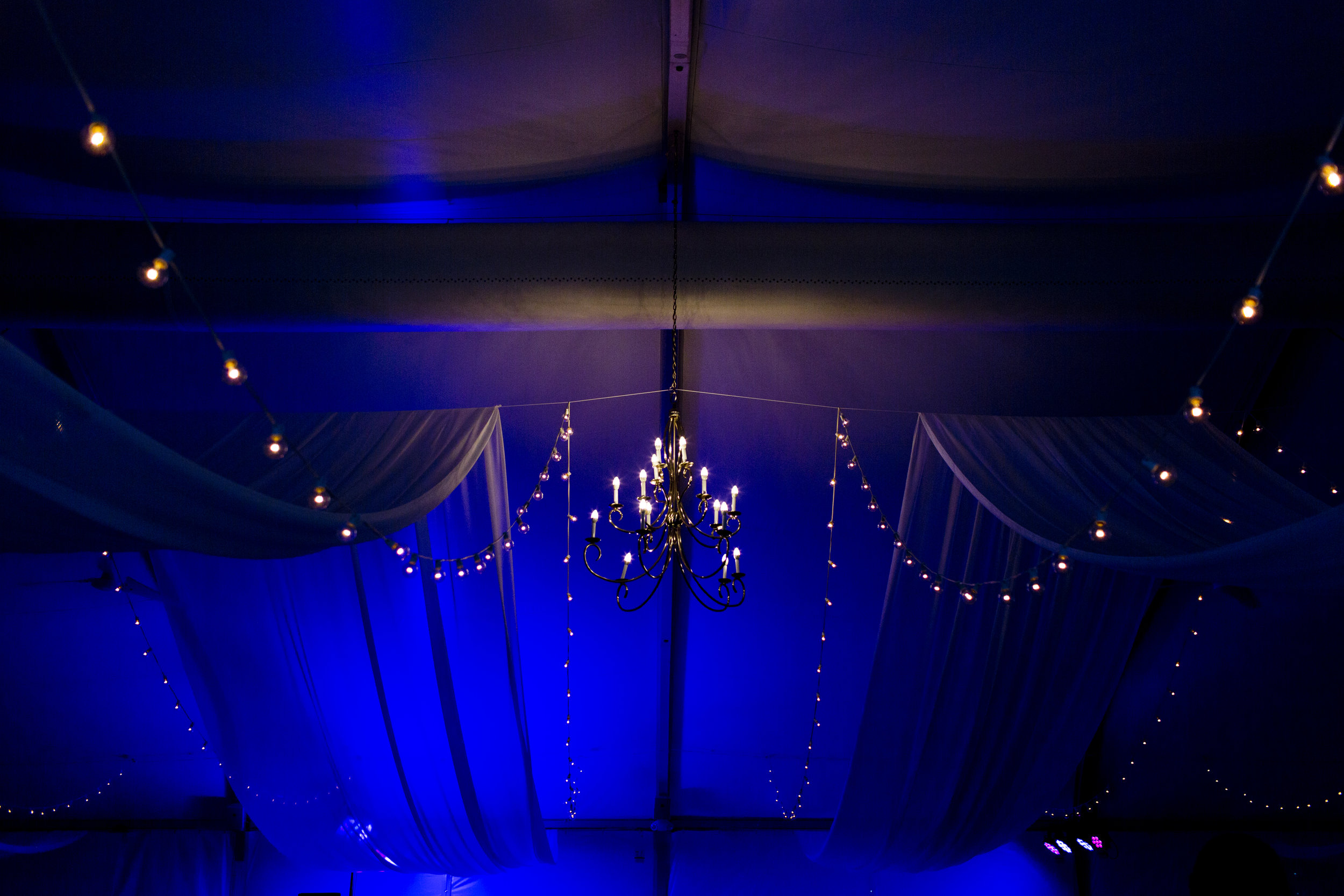 tent-wedding-lighting-photo