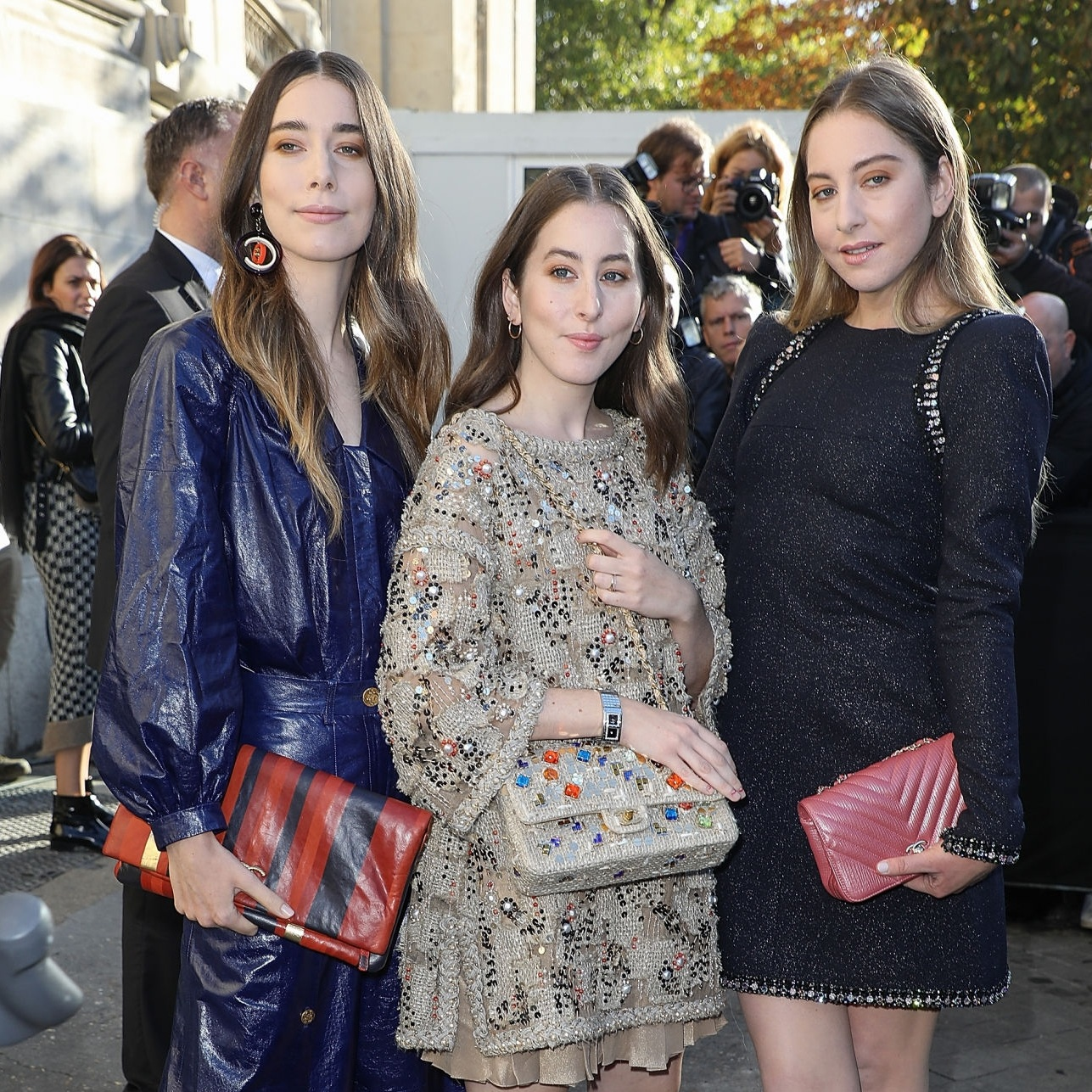 PARIS, FRANCE - OCTOBER 03:  Pop band Haim arrive at the Chanel show as part of the Paris Fashion Week Womenswear  Spring/Summer 2018 on October 3, 2017 in Paris, France.  (Photo by Pierre Suu/Getty Images)