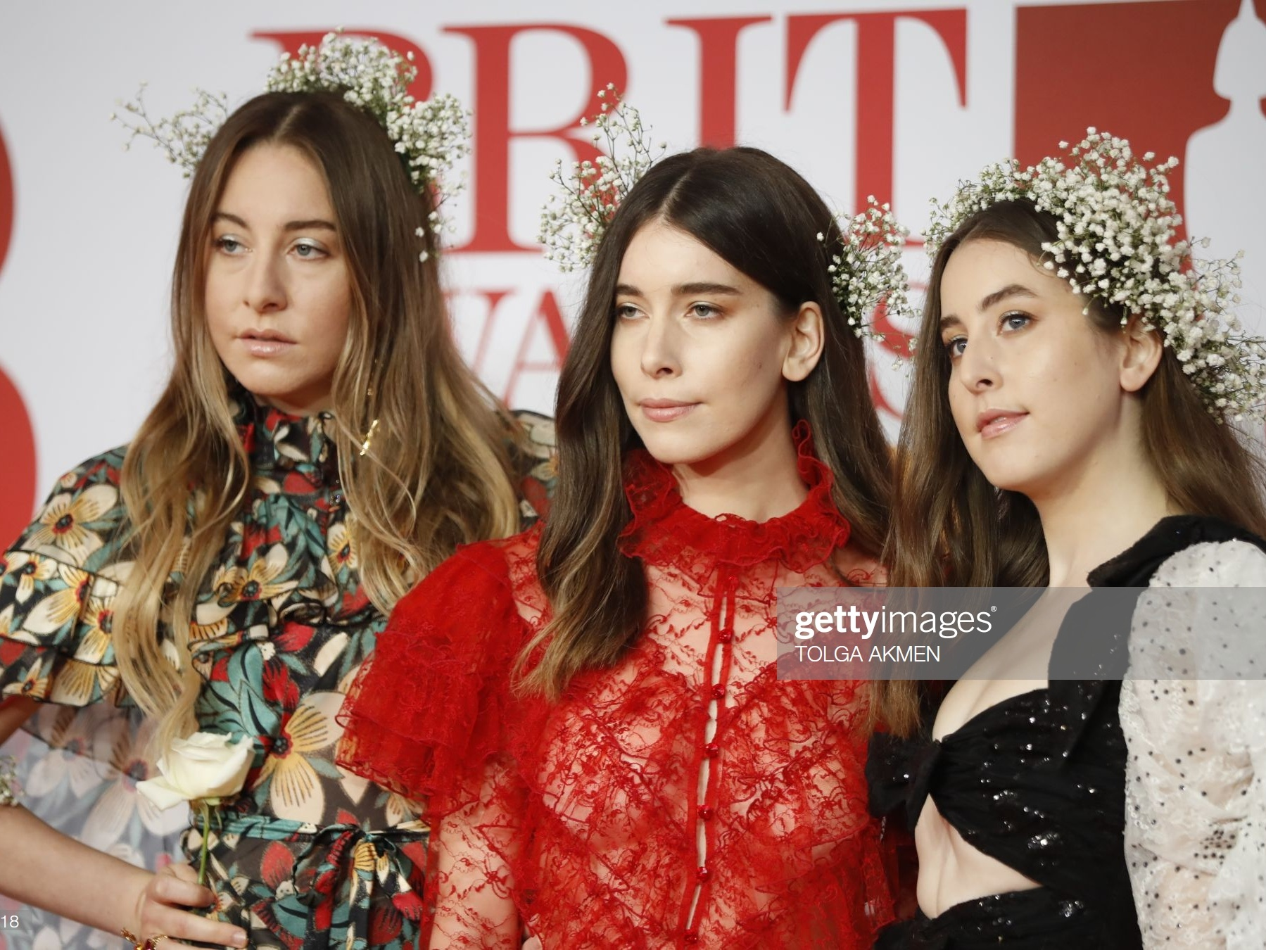 US pop rock band 'Haim', Este Haim, Danielle Haim and Alana Haim, pose on the red carpet on arrival for the BRIT Awards 2018 in London on February 21, 2018. / AFP PHOTO / Tolga AKMEN / RESTRICTED TO EDITORIAL USE  NO POSTERS  NO MERCHANDISE NO USE IN PUBLICATIONS DEVOTED TO ARTISTS        (Photo credit should read TOLGA AKMEN/AFP/Getty Images)