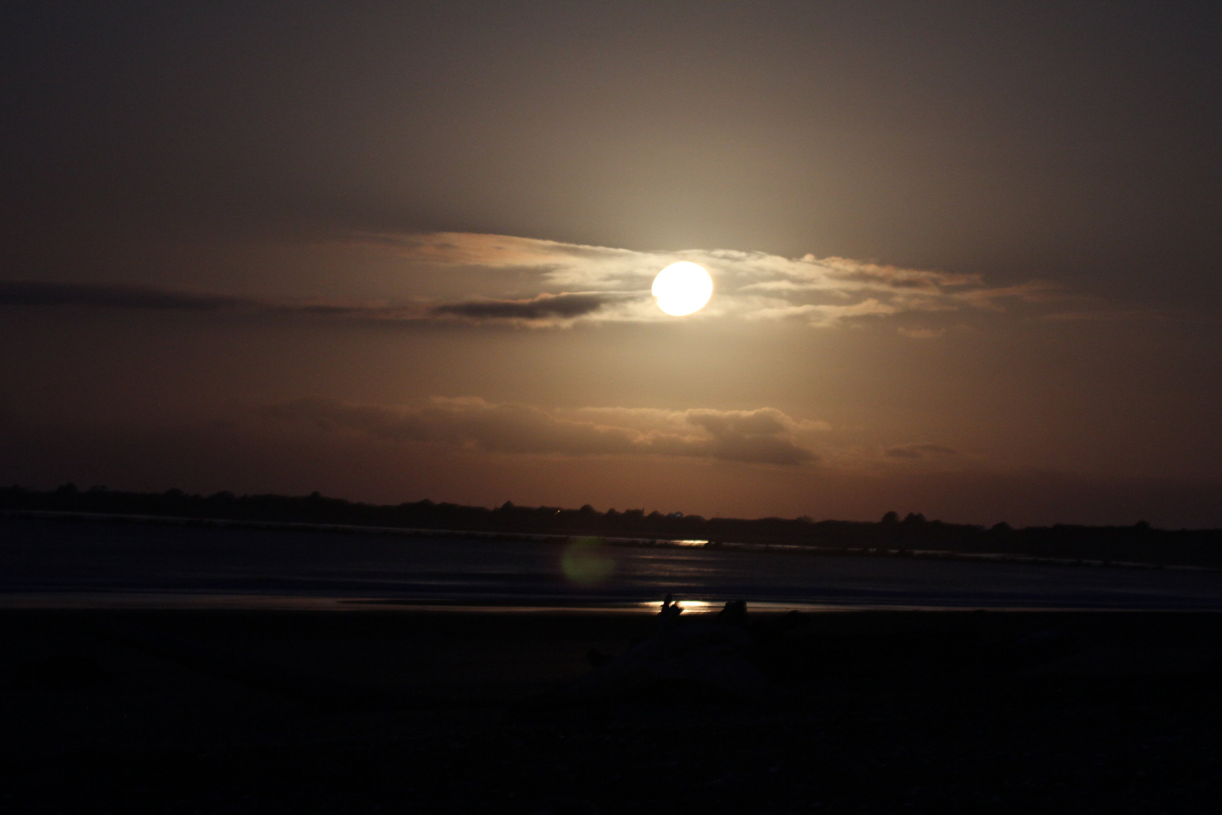 Full moon close to setting, Damon Point. Tanya Pluth photo.