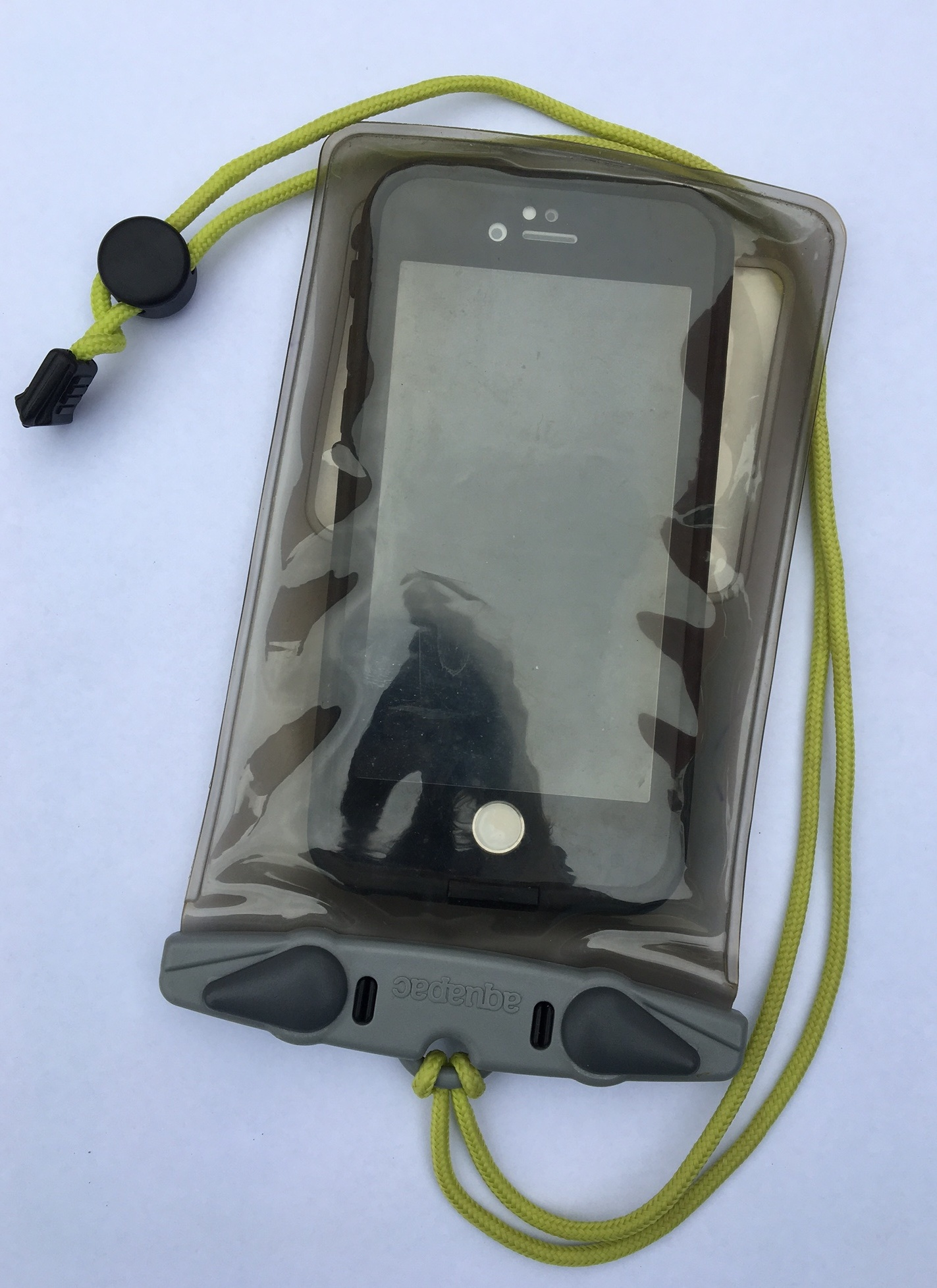 iPhone 6S fits in Aquapac 348