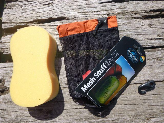 Sponge, mesh bag and nylon clip