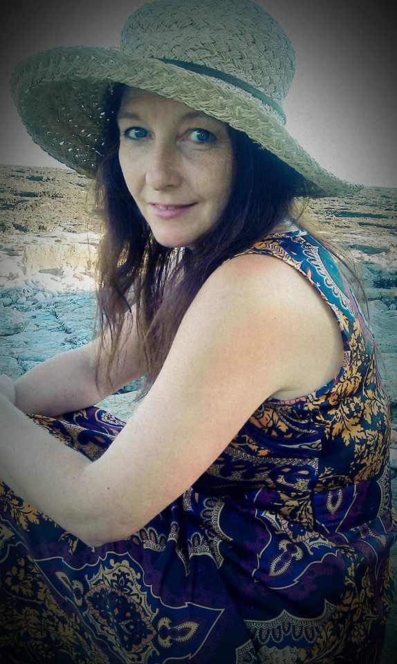 Carolyn Coles is a sound healer who will revitalise and relax you and you will b ecome conscious through being mindful