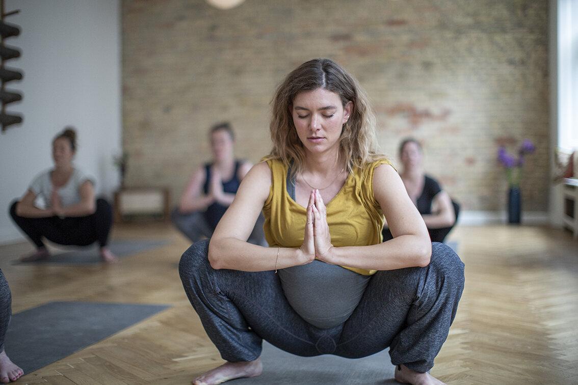 Gravid squad yoga helthelt
